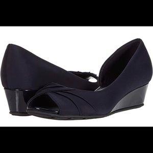 Bandolino Charli  wedge heel shoe Navy Sz 51/2